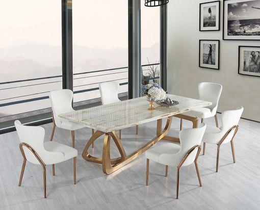 jedálenský stôl so sklom a jedálenský stôl s mramorom prípadne stôl s onyxom