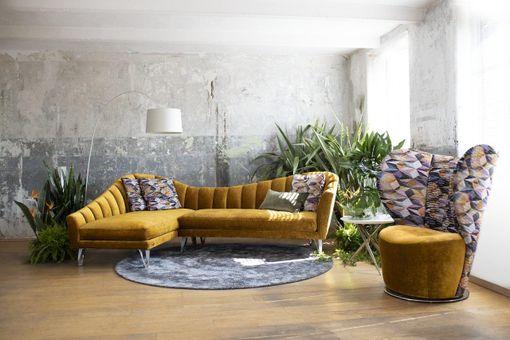 Elegancia v sedačke, pohovke či gauči. Fotky látkových sedacích súprav, pohoviek a gaučoviek.